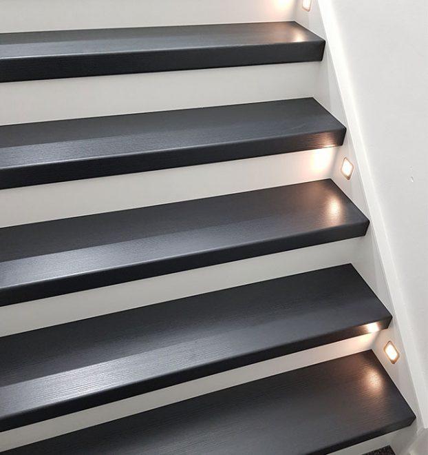 Schwartz + Alt Weiss Traprenovatie Moorbeek + LED verlichting